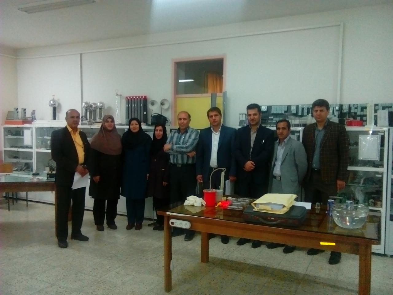 همکاری با گروه فیزیک استان در برگزاری مرحله ی استانی مسابقات آزمایشگاهی فیزیک